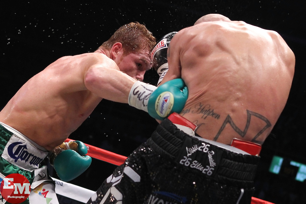 June 18, 2011; Guadalajara, Jalisco; MEX; WBC Junior Middleweight Champion Saul Alvarez (green trunks) and challenger Ryan Rhodes (black trunks) during their 12 round title bout in Guadalajara, MEX.  Photo: Ed Mulholland/HBO