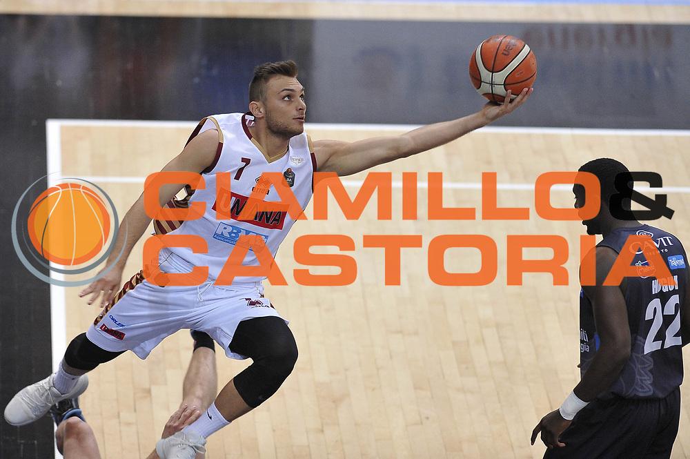 Stefano Tonut<br /> Dolomiti Energia Aquila Basket Trento - Umana Reyer Venezia <br /> Lega Basket Serie A 2016/17 Finali Gara 04<br /> Trento, 16/06/2017<br /> Foto Ciamillo-Castoria