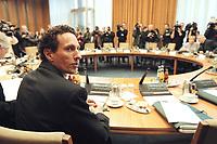 10 JAN 2001, BERLIN/GERMANY:<br /> Prof. Dr. Julian Nida-Ruemelin, Staatsminister, neuer Beauftragter der Bundesregierung f&uuml;r Angelegenheiten der Kultur und der Medien, vor Beginn der Kabinettsitzung, Bundeskanzleramt<br /> IMAGE: 20010110-01/01-08<br /> KEYWORDS: Kabinett, Julian Nida-R&uuml;melin