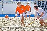SCHEVENINGEN - Bloemendaal -speler Olmer Meijer. Beachhockey in The Hague Beach Stadion. Foto Koen Suyk