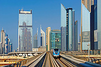 Emirats Arabes Unis, Dubai, quartier de Sheikh Zayed road, financial district, metro aerien // United Arab Emirates, Dubai, Sheikh Zayed road neighbourhood, Financial district, monorail metro