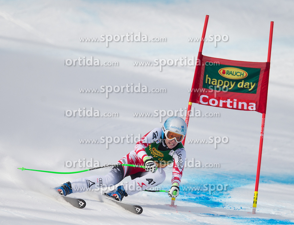 19.01.2015, Olympia delle Tofane, Cortina d Ampezzo, ITA, FIS Weltcup Ski Alpin, Super G, Damen, im Bild Regina Sterz (AUT) // Regina Sterz of Austria in action during the ladies SuperG of the Cortina FIS Ski Alpine World Cup at the Olympia delle Tofane course in Cortina d Ampezzo, Italy on 2015/01/19. EXPA Pictures © 2015, PhotoCredit: EXPA/ Johann Groder