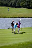 's Hertogenbosch - Bedanken op de green van 18.  Golfbaan Haverleij. COPYRIGHT KOEN SUYK