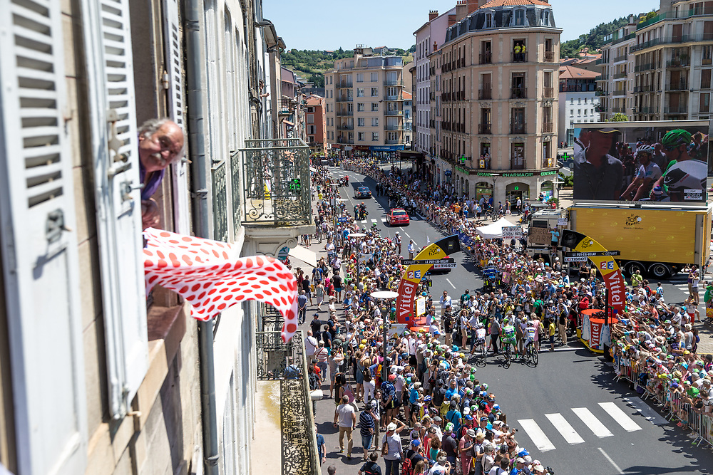 The start town of Le Puy-en-Velay came out en force to see the Tour start its last week. On stage 16 green jersey Marcel Kittel rolled to the start line with fellow jersey bearers, Simon Yates and Warren Barguil. Photo: Iri Greco / BrakeThrough Media | www.brakethroughmedia.com