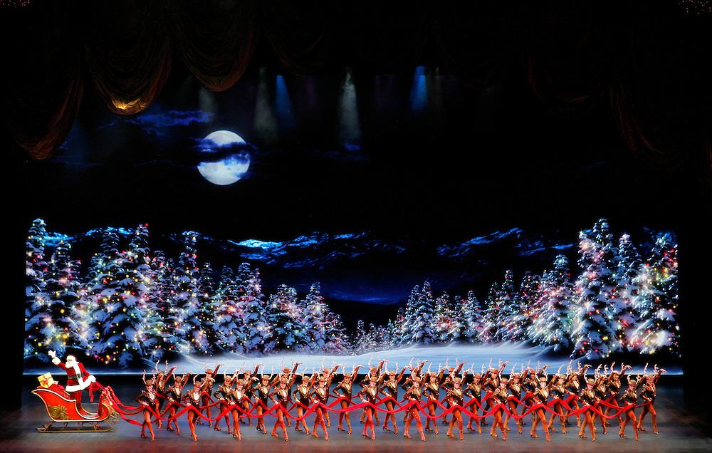 The Radio City Christmas Spectacular.Starring The Rockettes.11/10/06.Credit Photo: Paul Kolnik for MSG Entertainment.NYC.212.362.7778.studio@paulkolnik.com