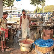 20171029 Kolkata Calcutta Indien<br /> Morgon vid Howrah j&auml;rnv&auml;gsstationen <br /> Marknad frukost gatuk&ouml;k Chai taxibilar<br /> ----<br /> FOTO : JOACHIM NYWALL KOD 0708840825_1<br /> COPYRIGHT JOACHIM NYWALL<br /> <br /> ***BETALBILD***<br /> Redovisas till <br /> NYWALL MEDIA AB<br /> Strandgatan 30<br /> 461 31 Trollh&auml;ttan<br /> Prislista enl BLF , om inget annat avtalas.