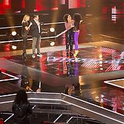 NLD/Hilversum/20151205- Eerste Live uitzending The Voice 2015, Gaia Aikman en Natacha Carvalho zijn de eerste afvallers van de show