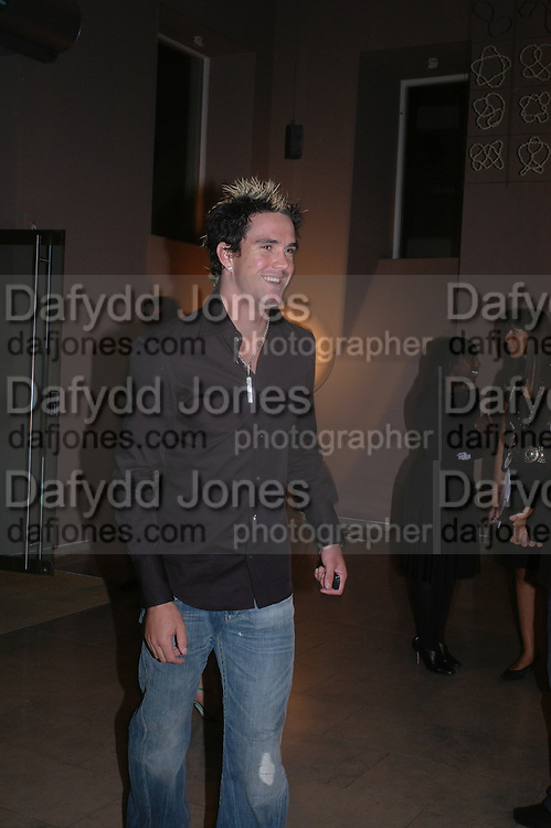 Kevin Pieterson. Party hosted by Linda Evangelista and Mac Cosmetics. The Hospital. London. 18 September 2005. ONE TIME USE ONLY - DO NOT ARCHIVE © Copyright Photograph by Dafydd Jones 66 Stockwell Park Rd. London SW9 0DA Tel 020 7733 0108 www.dafjones.com