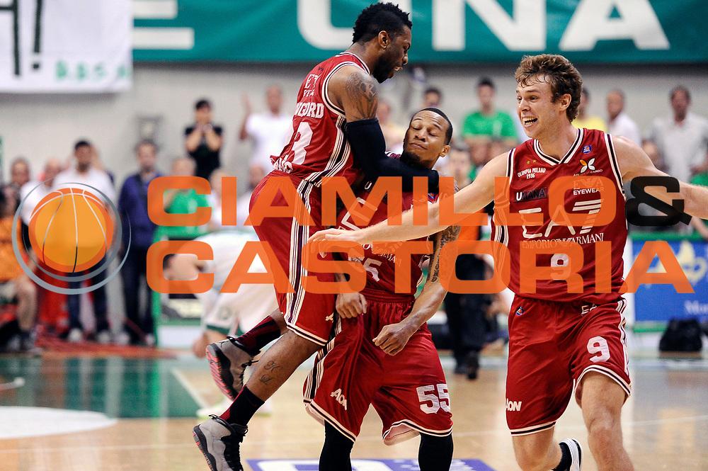 DESCRIZIONE : Siena Lega A 2013-14 Montepaschi Siena vs EA7 Emporio Armani Milano playoff Finale gara 6<br /> GIOCATORE : Curtis Jerrells Keith Langford<br /> CATEGORIA : Esultanza<br /> SQUADRA : EA7 Emporio Armani Milano<br /> EVENTO : Finale gara 6 playoff<br /> GARA : Montepaschi Siena vs EA7 Emporio Armani Milano playoff Finale gara 6<br /> DATA : 25/06/2014<br /> SPORT : Pallacanestro <br /> AUTORE : Agenzia Ciamillo-Castoria/M.Marchi<br /> Galleria : Lega Basket A 2013-2014  <br /> Fotonotizia : Siena Lega A 2013-14 Montepaschi Siena vs EA7 Emporio Armani Milano playoff Finale gara 6 <br /> Predefinita :