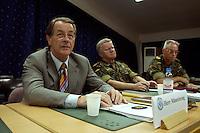 24 AUG 2004, PRIZREN/KOSOVO:<br /> Franz Muentefering (L), SPD Partei- und Fraktionsvorsitzender, General Friedrich Riechmann (M), Befehlshaber Einsatzfuehrungskommando der Bundeswehr, und General Holger Kammerhoff (R), Kommandeur der Kosovo Force, waehrend einem Briefing im Rahmen des Besuches des Einsatzkontingents der Bundeswehr der Kosovo Force, KFOR, KFOR Hauptquartier, Feldlager Prizren<br /> IMAGE: 20040824-01-036<br /> KEYWORDS: Franz Müntefering
