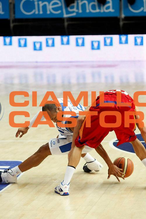 DESCRIZIONE : Cantu Lega A1 2008-09 NGC Cantu Lottomatica Virtus Roma<br /> GIOCATORE : Sundiata Gaines<br /> SQUADRA : NGC Cantu<br /> EVENTO : Campionato Lega A1 2008-2009<br /> GARA : NGC Cantu Lottomatica Virtus Roma<br /> DATA : 18/01/2009<br /> CATEGORIA : Palleggio<br /> SPORT : Pallacanestro<br /> AUTORE : Agenzia Ciamillo-Castoria/G.Cottini