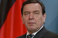17 MAR 2003, BERLIN/GERMANY:<br /> Gerhard Schroeder, SPD, Bundeskanzler, waehrend einer Pressekonferenz zu den Ergebnissen der vorangegangenen Kabinettsitzung, Bundeskanzleramt<br /> IMAGE: 20030317-03-015<br /> KEYWORDS: Gerhard Schröder