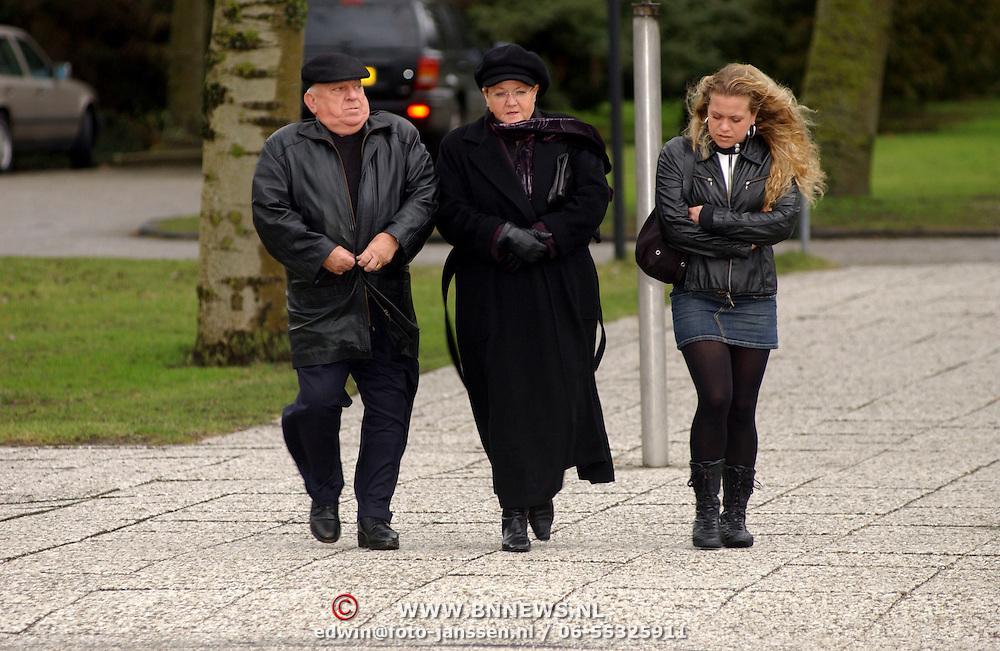 Begrafenis Pistolen Paultje Wilking, Bas van Toor , vrouw Coby en dochter