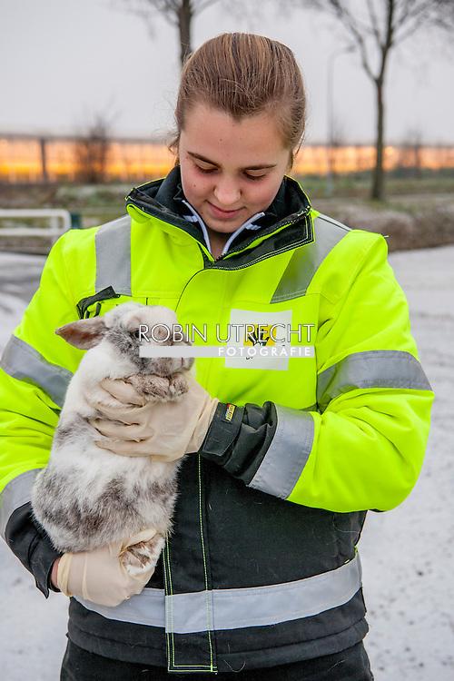 RIJSENHOUT - Louw Hummeling en dochter Shanna<br /> Vrijwilligers op de dierenambulance in de Haarlemmermeer COPYRIGHT ROBIN UTRECHT