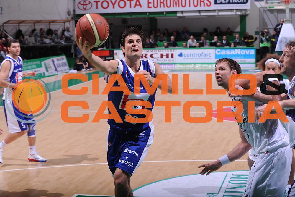 DESCRIZIONE : Siena Lega A 2011-12 Montepaschi Siena Bennet Cantu<br /> GIOCATORE : Andrea Cinciarini<br /> CATEGORIA : tiro penetrazione<br /> SQUADRA : Bennet Cantu<br /> EVENTO : Campionato Lega A 2011-2012<br /> GARA : Montepaschi Siena Bennet Cantu<br /> DATA : 04/12/2011<br /> SPORT : Pallacanestro<br /> AUTORE : Agenzia Ciamillo-Castoria/GiulioCiamillo<br /> Galleria : Lega Basket A 2011-2012<br /> Fotonotizia : Siena Lega A 2011-12 Montepaschi Siena Bennet Cantu<br /> Predefinita :