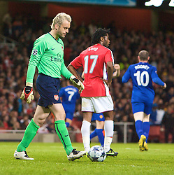 LONDON, ENGLAND - Tuesday, May 5, 2009: Arsenal's goalkeeper Manuel Almunia and his teammate Alexandre Song look deject after Cristiano Ronaldo scored the third goal during the UEFA Champions League Semi-Final 2nd Leg match at the Emirates Stadium. (Photo by Carlo Baroncini/Propaganda)