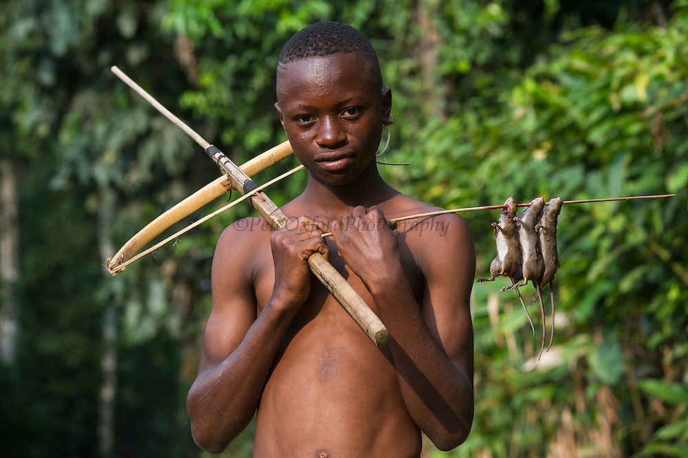 Home-made crossbow to shoot rats<br /> Mbomo<br /> Odzala - Kokoua National Park<br /> Republic of Congo (Congo - Brazzaville)<br /> AFRICA