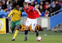 Fotball<br /> 10. Oktober 2009<br /> Privatlandskamp<br /> Ullevaal stadion<br /> Norge v Sør-Afrika 1 - 0<br /> Macbeth Sibaya , Sør-Afrika<br /> John Arne Riise , Norge<br /> Foto : Astrid M. Nordhaug