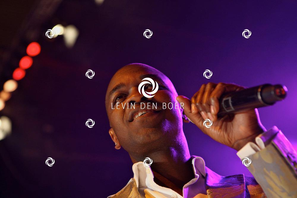ROTTERDAM - De Beren Eetcafes Live In de Ahoy. Met op de foto Alwin Burke zanger van Replay. FOTO LEVIN DEN BOER - PERSFOTO.NU