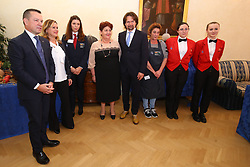 FOTO CON DOMENICO URBINATI E RAGAZZI SCUOLA ALBERGHIERA<br /> MINISTRO TERESA BELLANOVA IN PREFETTURA A FERRARA