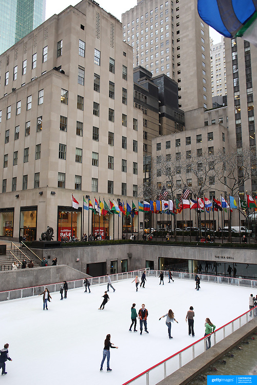 Ice skating at the ice rink at the Rockefeller Center  Manhattan, New York, USA. Photo Tim Clayton