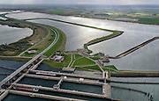 Nederland, Zeeland, Philipsdam, 23-10-2013; Krammersluizen onderdeel van de Schelde-Rijnverbinding. De sluizen bevinden zicht tussen het zoete water van het  Volkerak en het zoute water de Oosterschelde (via de Krammer). Autoverkeer rijdt over de N257. <br /> Philipsdam with Krammersluizen, part of the Delta Works.<br /> luchtfoto (toeslag op standaard tarieven);<br /> aerial photo (additional fee required);<br /> copyright foto/photo Siebe Swart.