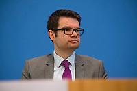 DEU, Deutschland, Germany, Berlin, 04.06.2018: Marco Buschmann, 1. Parlamentarischer Geschäftsführer der FDP-Bundestagsfraktion, in der Bundespressekonferenz zum Thema: Antrag zur Einsetzung eines Untersuchungsausschusses zum BAMF-Skandal.