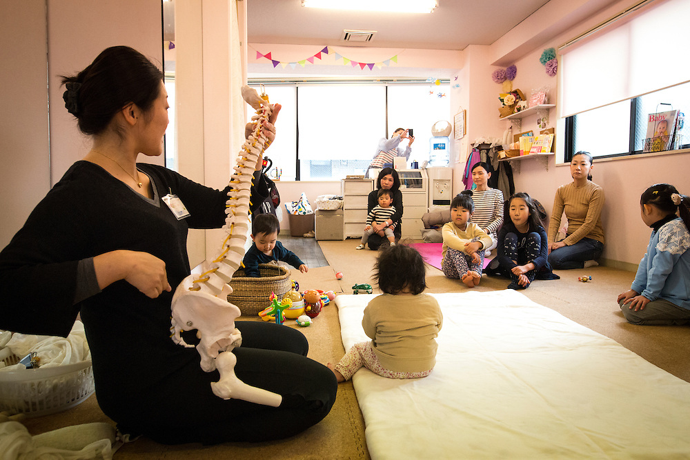 "TOKYO, JAPAN - JANUARY 29 : Naomi Ikeda, a midwife and a nurse explain the spinal cord during a workshop about ""Otonamaki"", which directly translates to adult wrapping in Tokyo, Japan on Sunday, January 29, 2017. Otonamaki is a Japanese therapeutic method meant to alleviate posture problems and stiffness. (Photo by Richard Atrero de Guzman/ANADOLU Agency)"
