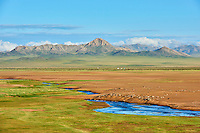 Mongolie, Province de Zavkhan, campement nomade dans la steppe mongole // Mongolia, Zavkhan province, nomad camp in the steppe