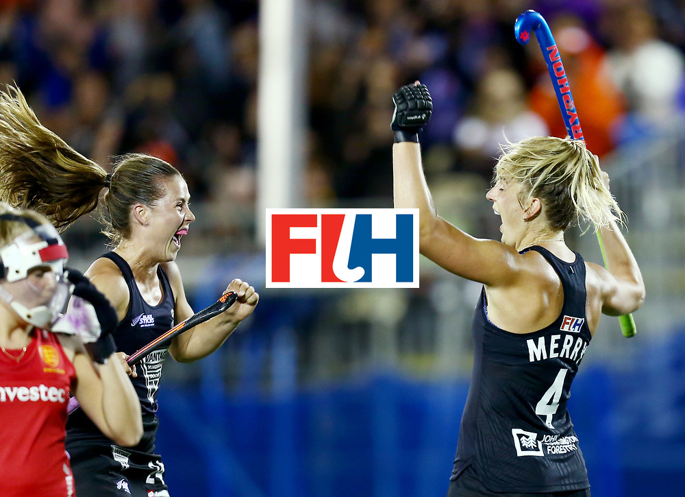 New Zealand, Auckland - 24/11/17  <br /> Sentinel Homes Women&rsquo;s Hockey World League Final<br /> Harbour Hockey Stadium<br /> Copyrigth: Worldsportpics, Rodrigo Jaramillo<br /> Match ID: 10310 - ENG-NZL<br /> Photo: (4) MERRY Olivia and (24) KEDDELL Rose celebraiting