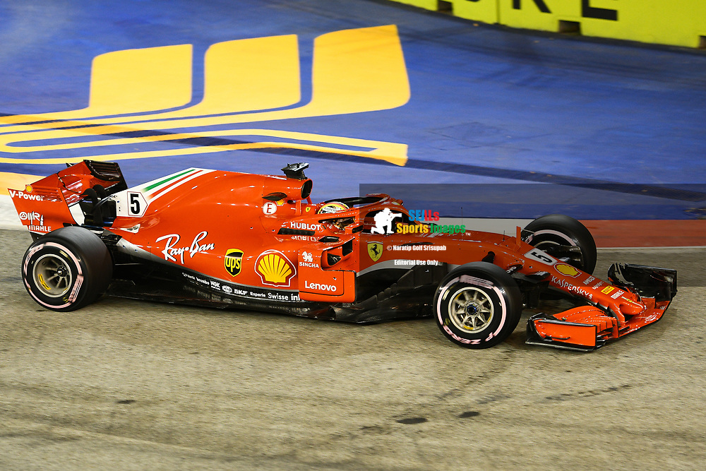 SINGAPORE - SEPTEMBER 15: Sebastian Vettel (5) of Scuderia Ferrari during Qualifying at the F1 Singapore Grand Prix 2018, Marina Bay Street Circuit, Singapore on September 15, 2018. <br /> .<br /> .<br /> .<br /> (Photo by: Naratip Golf Srisupab/SEALs Sports Images)<br /> .<br /> Any image use must include a mandatory credit line adjacent to the content which should read: Naratip Golf Srisupab/SEALs Sports Images