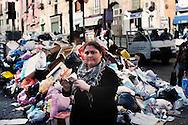 Napoli, Italia - 21 novembre 2010. Cumuli di rifiuti non raccolti lungo le strade del centro di Napoli..Ph. Roberto Salomone Ag. Controluce.ITALY - Uncollected garbage is seen downtown Naples on November 21, 2010..