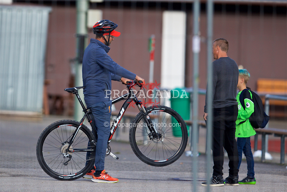 ROTTACH-EGERN, GERMANY - Friday, July 28, 2017: Liverpool's manager Jürgen Klopp pulls a wheely for a young supporter after a training session at FC Rottach-Egern on day three of the preseason training camp in Germany. (Pic by David Rawcliffe/Propaganda)