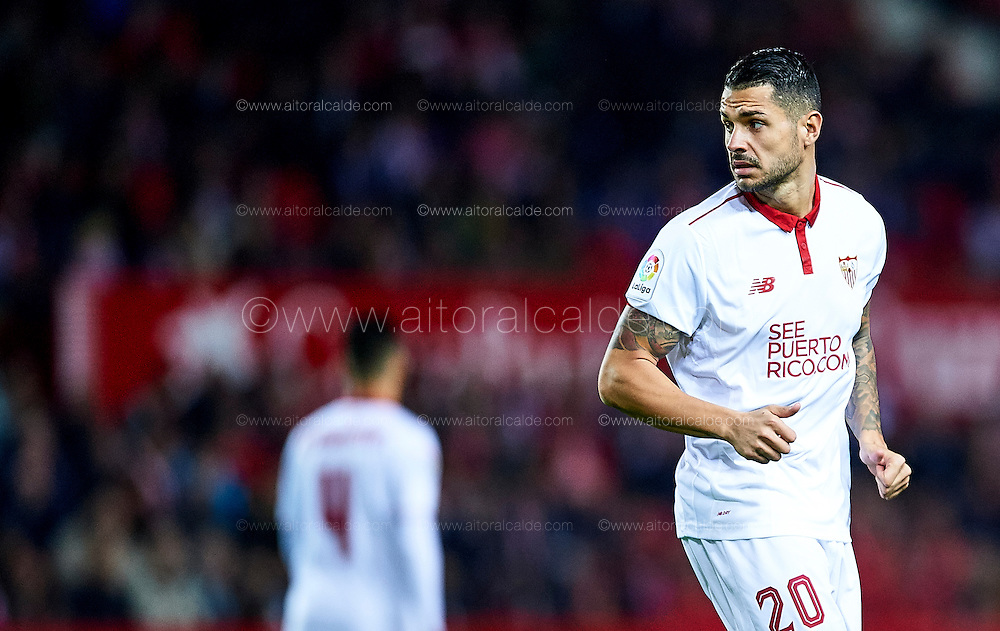 "SEVILLE, SPAIN - NOVEMBER 26:  Victor Machin Perez ""Vitolo"" of Sevilla FC looks on during the La Liga match between Sevilla FC and Valencia CF at Estadio Ramon Sanchez Pizjuan on November 26, 2016 in Seville, Spain.  (Photo by Aitor Alcalde Colomer/Getty Images)"