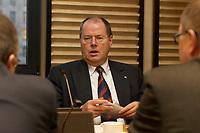 12 DEC 2003, BERLIN/GERMANY:<br /> Peer Steinbrueck, SPD, Ministerpraesident Nordrhein-Westfalen, vor Beginn der Vorbesprechung der A-Laender, zur Vorbereitung der Sitzung des Vermittlungsausschusses, Bundesrat<br /> IMAGE: 20031212-01-012<br /> KEYWORDS: Gespräch, Peer Steinbrück