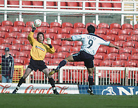 Photo. Leigh Quinnell.  Swindon Town v Walsall Coca Cola league one. 09/04/2005. Swindon goalkeeper Rhys Evans pulls off a save from Walsalls Jorge Leitao.