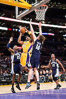 27 March 2007: Guard Kobe Bryant of the Los Angeles Lakers shoots the ball while being guarded by Pau Gasol of the Memphis Grizzlies during the second half of the Grizzlies 88-86 victory over the Lakers at the STAPLES Center in Los Angeles, CA.