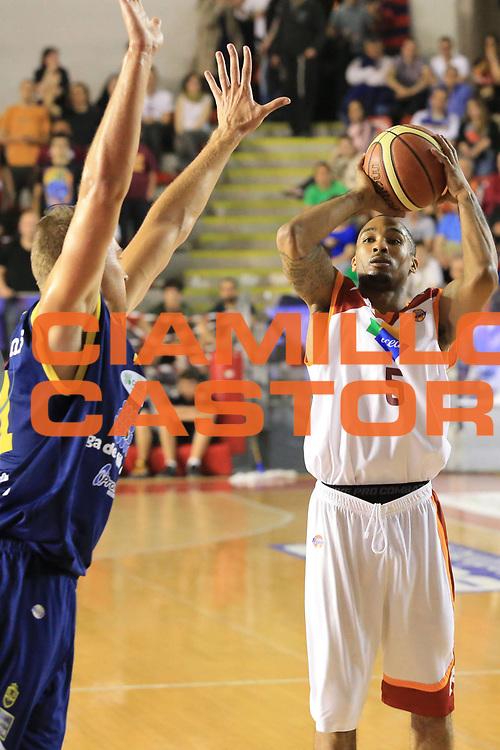 DESCRIZIONE : Roma Lega A 2012-2013 Acea Roma Sutor Montegranaro<br /> GIOCATORE : Goss Phil<br /> CATEGORIA : tiro three points<br /> SQUADRA : Acea Roma<br /> EVENTO : Campionato Lega A 2012-2013 <br /> GARA : Acea Roma Sutor Montegranaro<br /> DATA : 05/05/2013<br /> SPORT : Pallacanestro <br /> AUTORE : Agenzia Ciamillo-Castoria/M.Simoni<br /> Galleria : Lega Basket A 2012-2013  <br /> Fotonotizia : Roma Lega A 2012-2013 Acea Roma Sutor Montegranaro<br /> Predefinita :