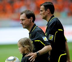 05-06-2010 VOETBAL: NEDERLAND - HONGARIJE: AMSTERDAM<br /> Nederland wint met 6-1 van Hongarije / Scheidrechter Florian Meyer<br /> ©2010-WWW.FOTOHOOGENDOORN.NL
