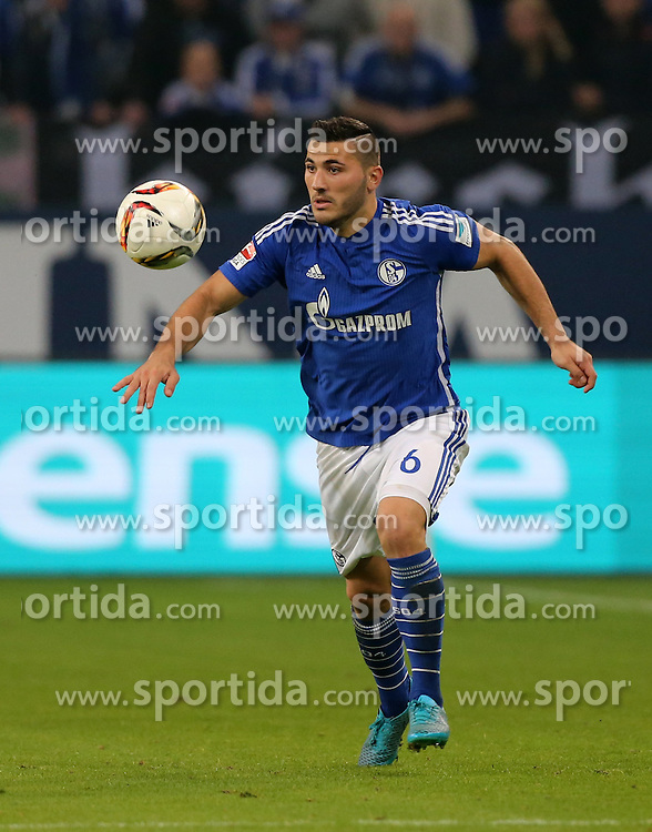 23.09.2015, Veltins Arena, Gelsenkirchen, GER, 1. FBL, Schalke 04 vs Eintracht Frankfurt, 6. Runde, im Bild Sead Kolasinac (Schalke) mit Ball // during the German Bundesliga 6th round match between Schalke 04 and  Eintracht Frankfurt at the Veltins Arena in Gelsenkirchen, Germany on 2015/09/23. EXPA Pictures &copy; 2015, PhotoCredit: EXPA/ Eibner-Pressefoto/ Hommes<br /> <br /> *****ATTENTION - OUT of GER*****