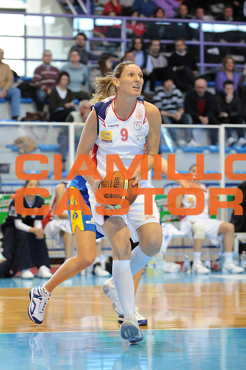 DESCRIZIONE : Faenza Lega A1 Femminile 2008-09 Coppa Italia Semifinale Cras Basket Taranto Lavezzini Parma <br /> GIOCATORE : Audrey Sauret<br /> SQUADRA : Cras Basket Taranto<br /> EVENTO : Campionato Lega A1 Femminile 2008-2009 <br /> GARA : Cras Basket Taranto Lavezzini Parma<br /> DATA : 07/03/2009 <br /> CATEGORIA : tiro<br /> SPORT : Pallacanestro <br /> AUTORE : Agenzia Ciamillo-Castoria/M.Marchi