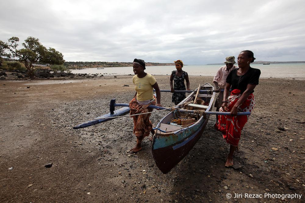 MADAGASCAR ANTSIRANANA 14MAY13 - Local women acting as fish sellers help an artisanal fisherman to drag his boat back to shore at the beach near Antsiranana, Madagascar.<br /> <br /> jre/Photo by Jiri Rezac / Greenpeace