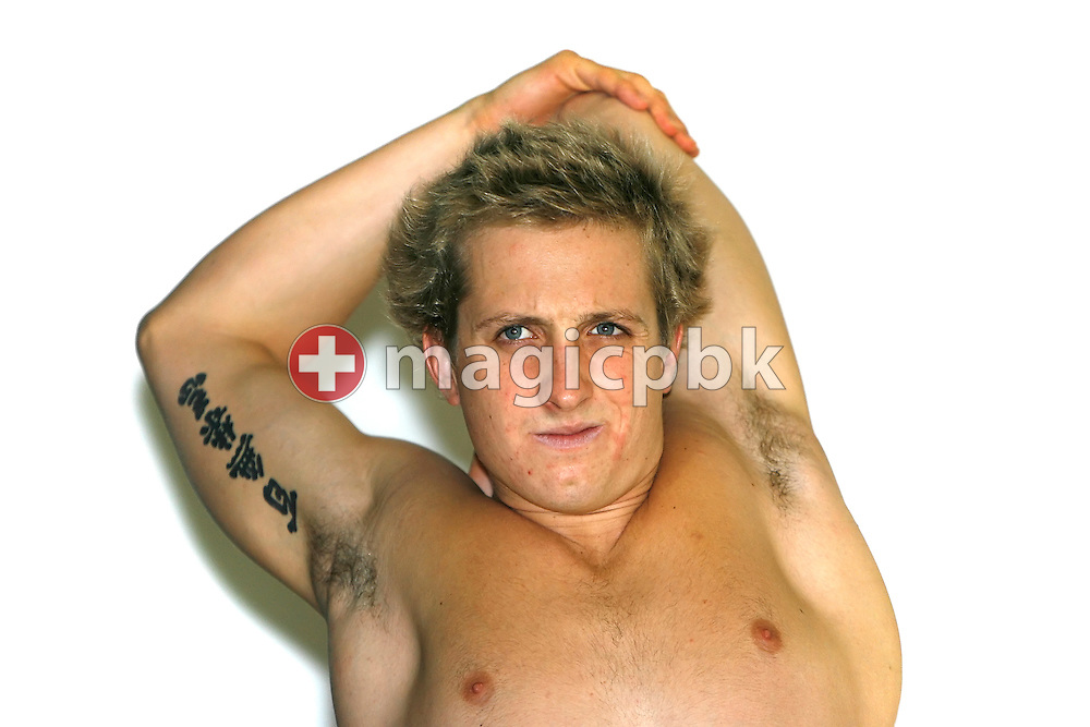 Nick D'ARCY of Australia does some warm-up exercises before the final sessions in the Schwimm- und Sprunghalle Europa Sportpark at the Fina Swimming World Cup in Berlin, Germany, Saturday 17 November 2007. (Photo by Patrick B. Kraemer / MAGICPBK)