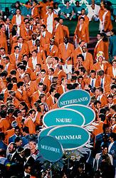 1996 USA: VOLLEYBAL: NEDERLAND OLYMPISCH SPELEN: ATLANTA <br /> Sluiting ceremonie OS 1996 met oa. Guido Gortzen, Richard Schuil
