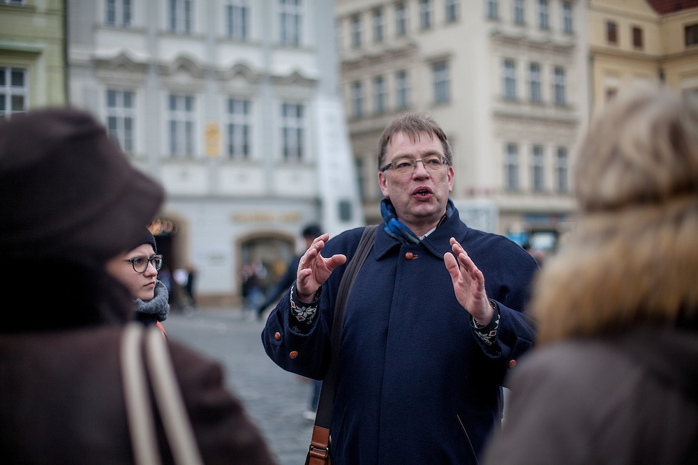 Priest Frank Leßmann-Pfeifer during a guiding tour for visitors and travel groups interested in historical places of the Reformation at Old Town Square in Prague.