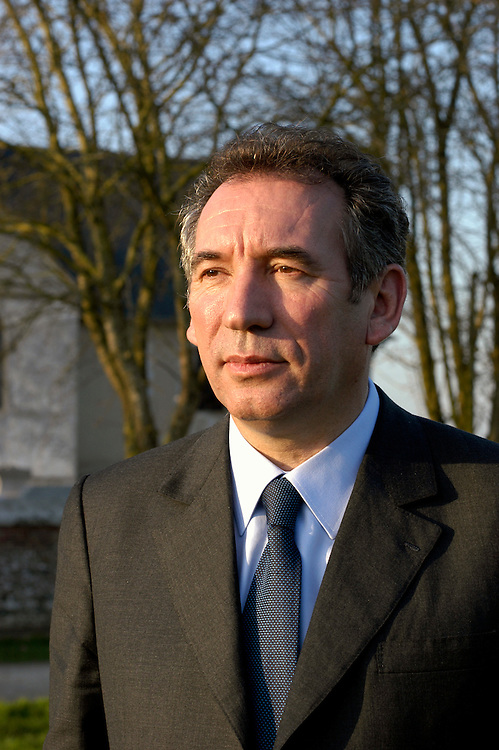 French Presidential candidate François Bayrou on the campaign trail..Courbépine, France. 12/03/2007.Photo © J.B. Russell