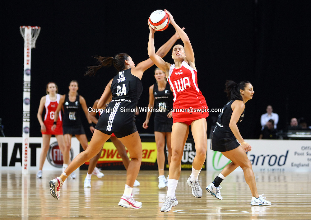 PICTURE BY VAUGHN RIDLEY/SWPIX.COM...Netball - International Netball Series - England v New Zealand - MEN Arena, Manchester, England - 15/01/11...New Zealand's Maria Tutaia and England's Tamsin Greenway.