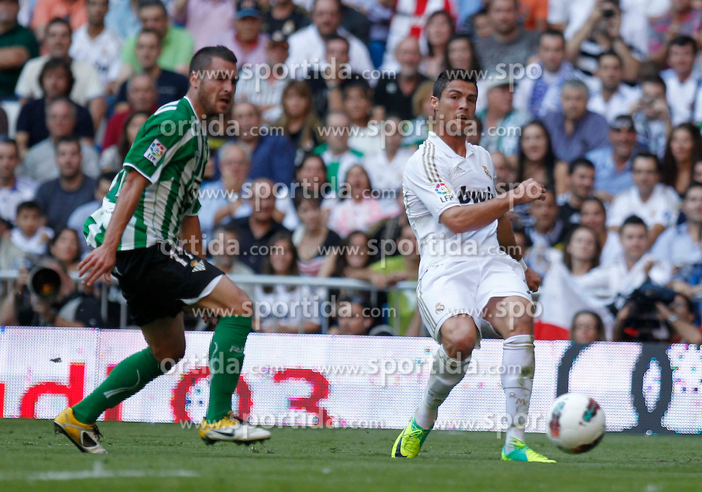 15.10.2011, Estadio Santiago Bernabeu, Madrid, ESP, Primera Division, Real Madrid vs Real Betis, im Bild Cristiano Ronaldo, Chica...   // during Primera Division football match between Real Madrid and Real Betis at Santiago Bernabeu Stadium, Madrid, Spain on 15/10/2011. EXPA Pictures © 2011, PhotoCredit: EXPA/ Alterphoto/ Alex Cid-Fuentes  +++++ ATTENTION - OUT OF SPAIN/(ESP) +++++