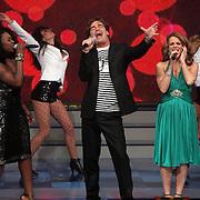 NLD/Hilversum/20080301 - Finale Idols 2008, optreden Jeroen van der Boom, Nathalie en Nikkie