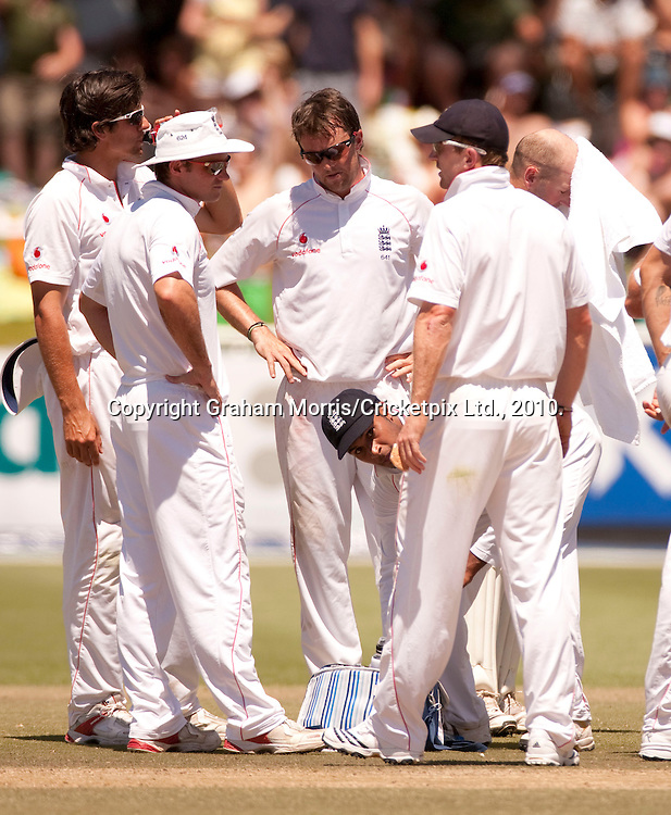 Heads go down after Graeme Smith is given not out off Graeme Swann during the third Test Match between South Africa and England at Newlands, Cape Town. Photograph © Graham Morris/cricketpix.com (Tel: +44 (0)20 8969 4192; Email: sales@cricketpix.com)